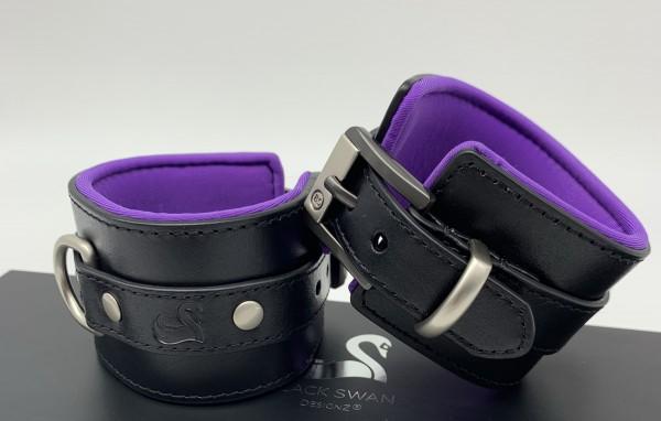 Black Swan - Handfessel 'Black Purple'