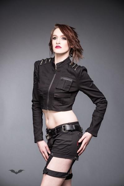 Jeans-Kurzjacke mit nietenbesetzten Schultern