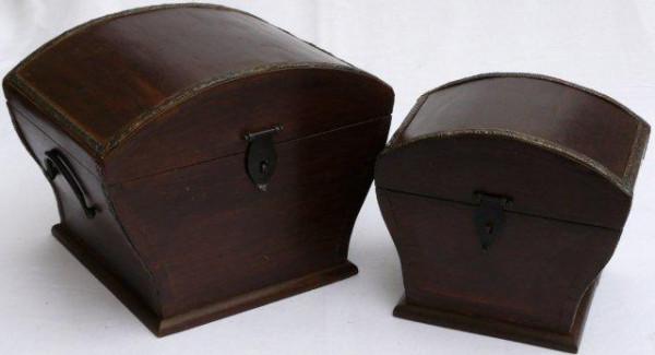Mittelalter Holztruhe mit Beschlägen