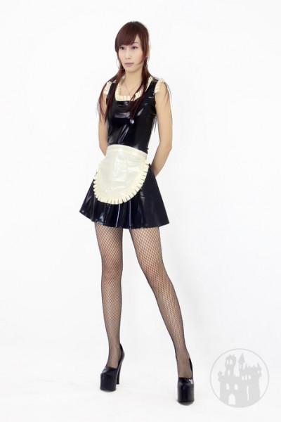 Latex Kleid im Dienstmädchen Look
