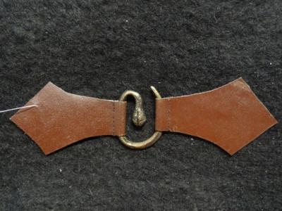 Metallspange mit Leder - Schlange