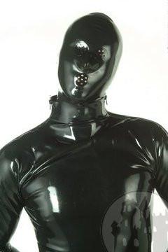 Latex Maske mit perforierten Öffnungen für Mund und Augen, getaucht