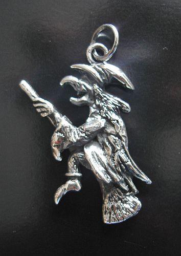Silberanhänger fliegende Hexe