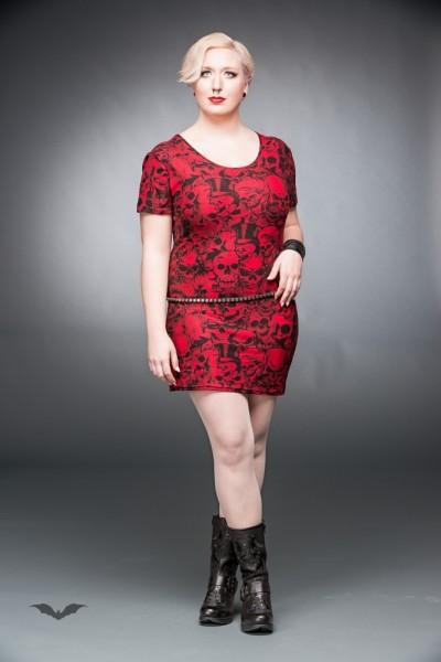 Rotes Kleid mit vielen verschiedenen Totenköpfen