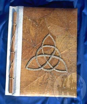 Buch der Schatten Triquetta braun