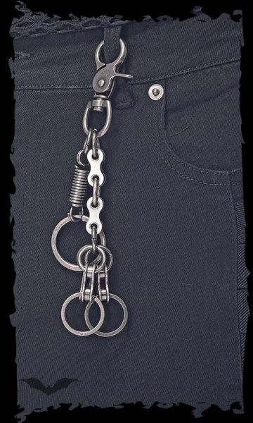 Schlüsselanhänger verziert mit Feder und Fahrradkettenglied