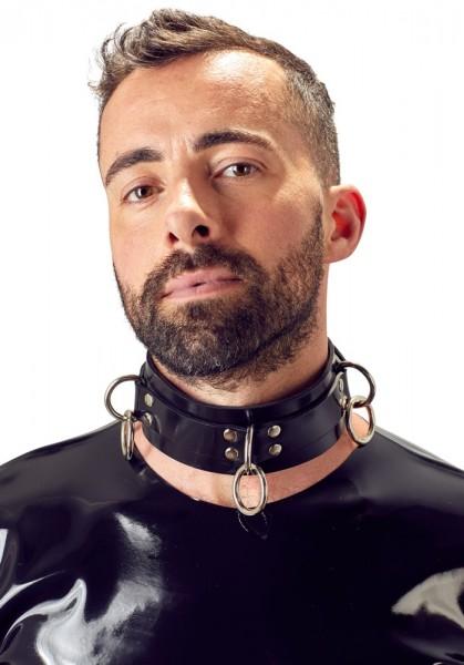 Latex-Halsfessel befestigt vorne