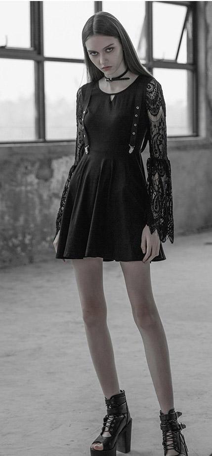 Kurzes Kleid mit Spitzenarmen | Kleider - kurz ...