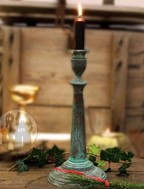 Kerzenständer im grünen Antiklook